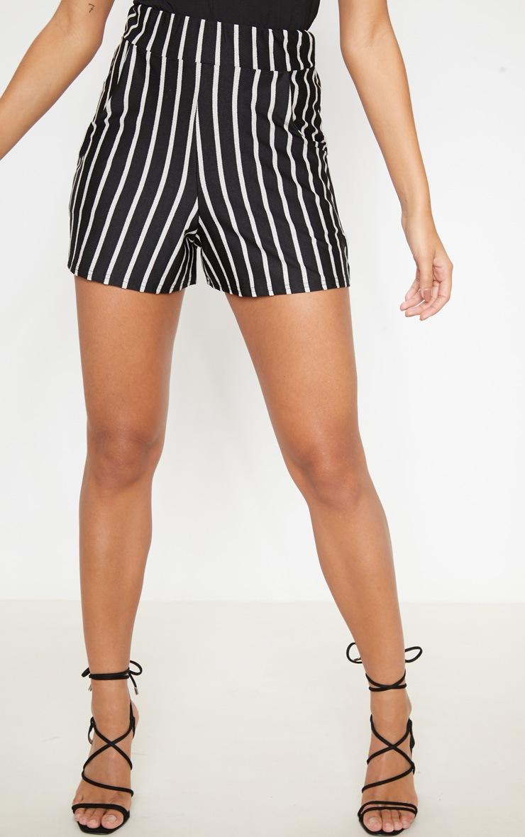Short à pinces noir avec poches et rayures verticales  2