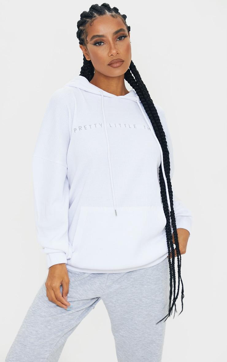 PRETTYLITTLETHING - Hoodie oversize en maille gaufrée blanche 1