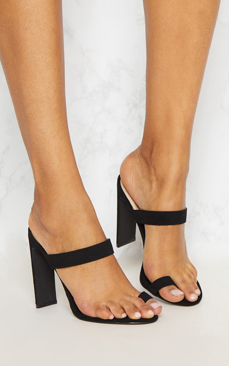 Black Flat Heel Toe Loop Sandal