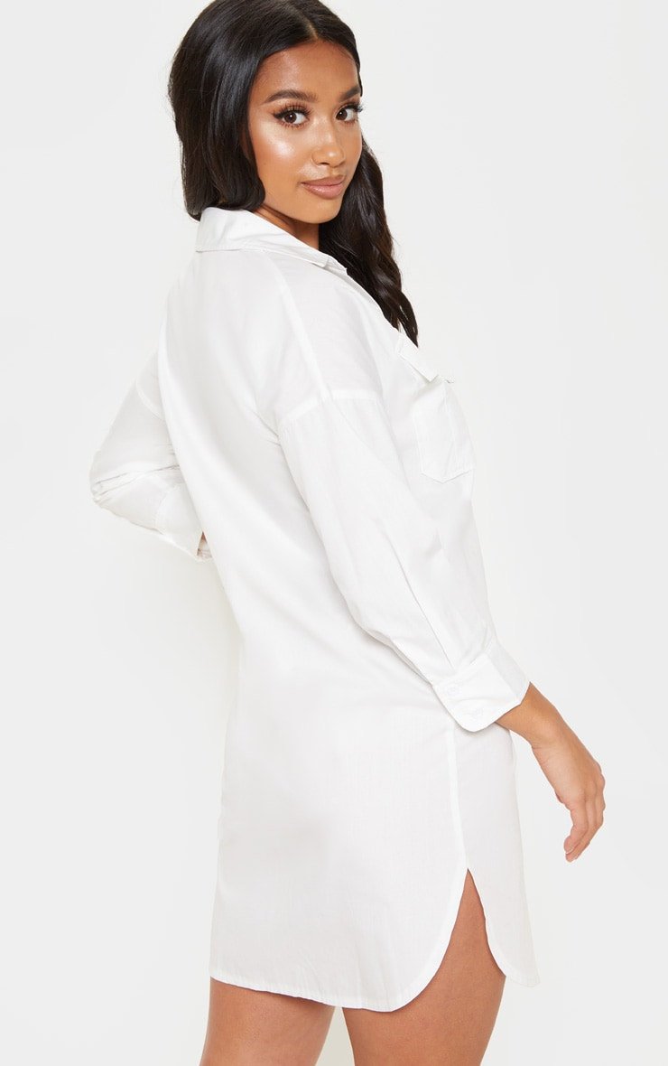 Petite robe chemise blanche poches prettylittlething fr - Adresse mail reclamation blanche porte ...