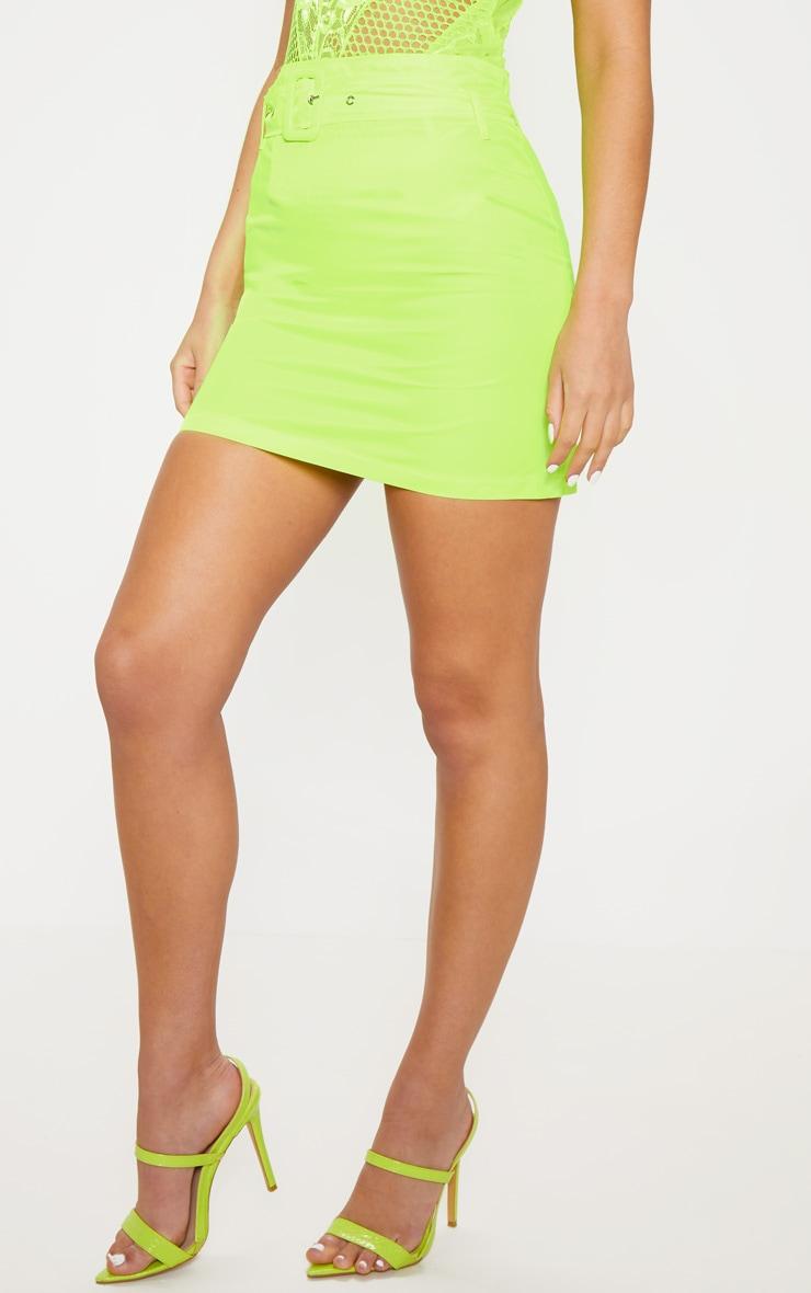 Mini-jupe fluide jaune fluo à ceinture  2