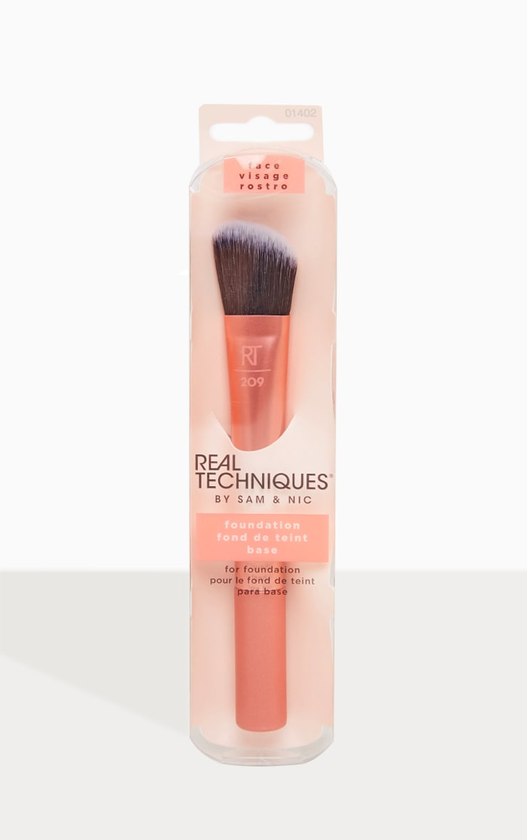 Real Techniques Foundation Brush image 2