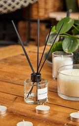 PRETTYLITTLETHING Pink Macaroon Reed Diffuser 1