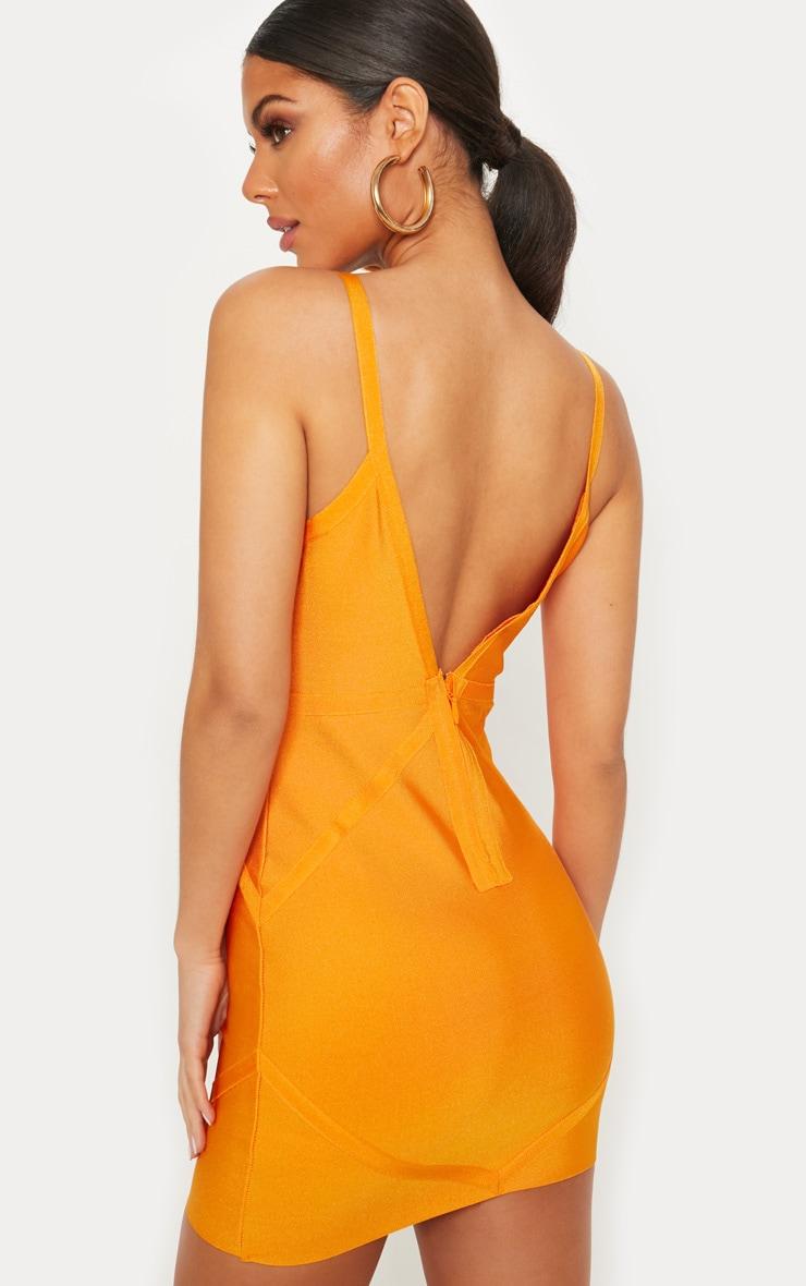 Robe moulante orange et encolure carrée 2