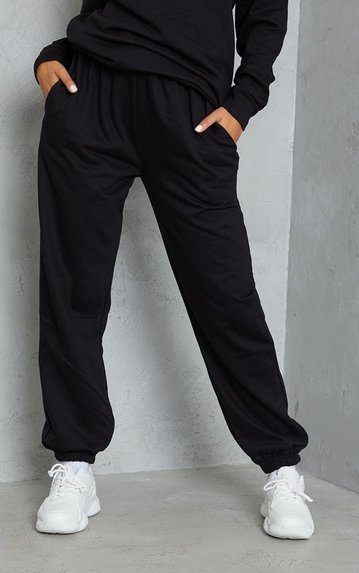 PRETTYLITTLETHING - Jogging resserré noir brodé à taille haute 2