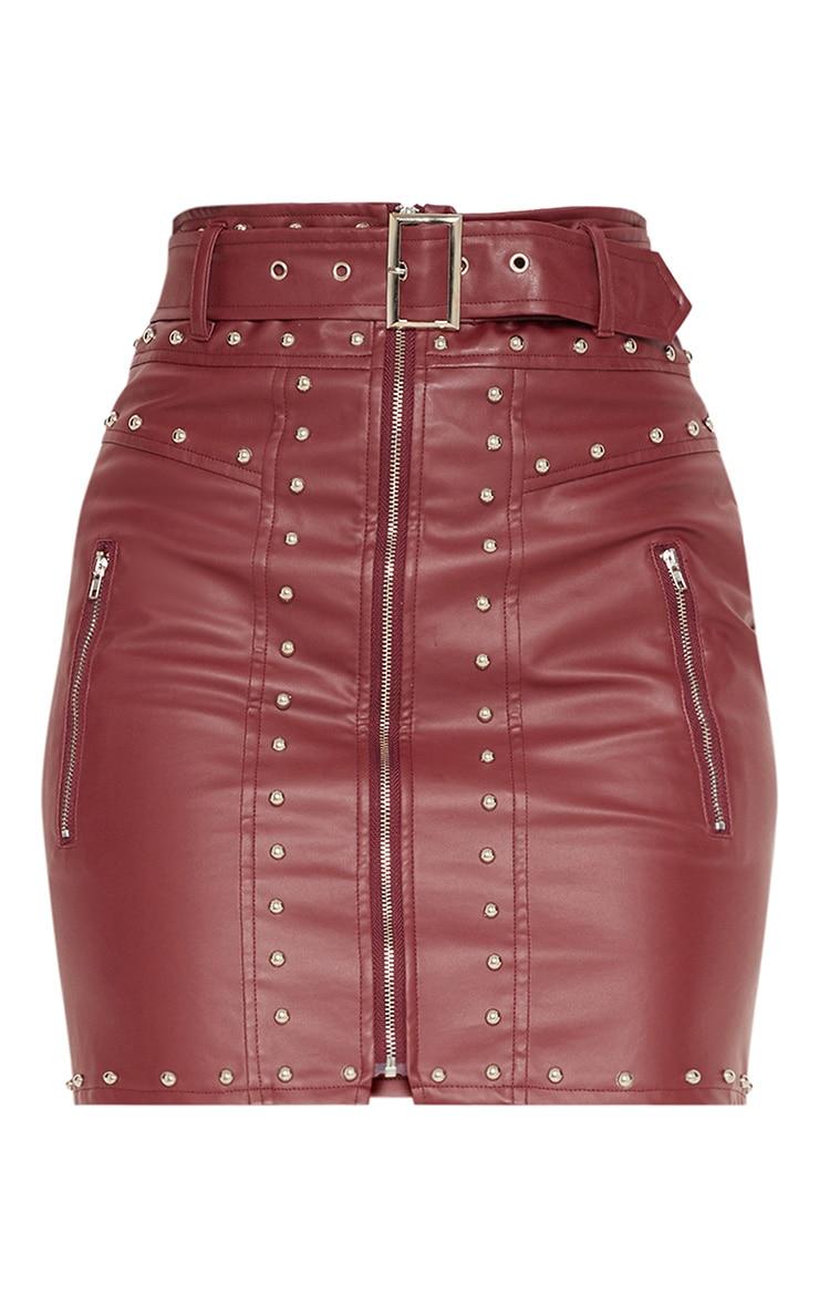 Mini-jupe bordeaux imitation cuir cloutée avec ceinture  3