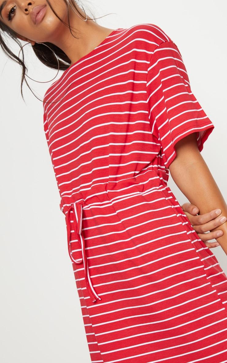 Robe tee-shirt rouge à fines rayures blanches et cordon ajustable à la taille 5