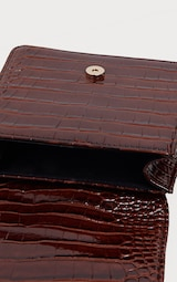Mini-sac marron chocolat imitation croco à fermeture en métal 4