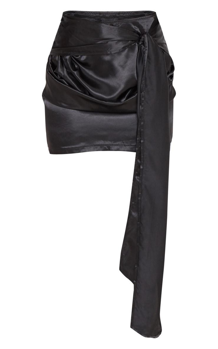 Mini-jupe satinée froncée noire à nouer 3