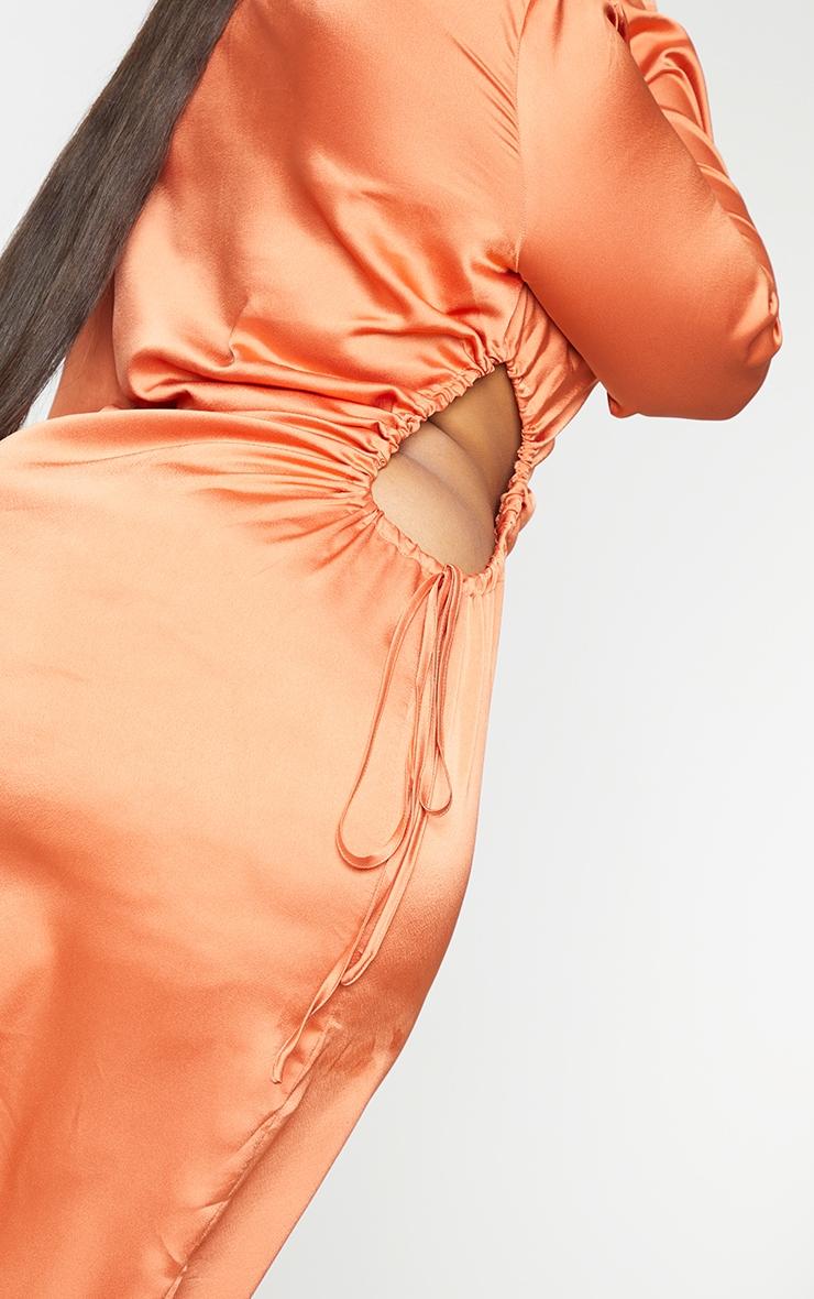 PLT Plus - Robe longue orange satinée à découpes et manches longues 4