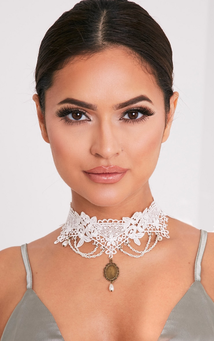 Hildie White Lace Pearl Drop Choker 1
