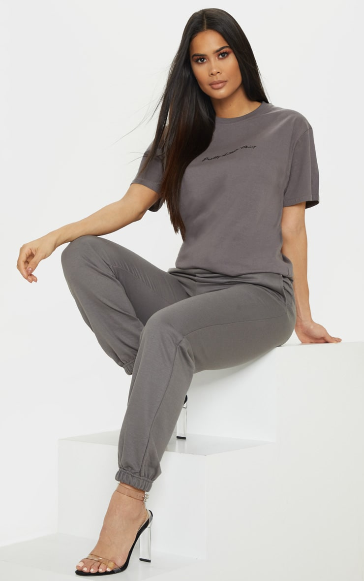 PRETTYLITTLETHING - T-shirt oversize gris anthracite à slogan 1