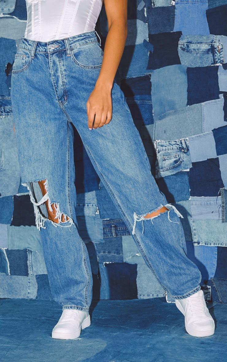 PRETTYLITTLETHING Bleach Wash Knee Rip Boyfriend Jeans image 2