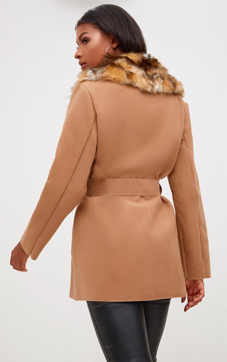 Lydia manteau camel effet cascade bordé de fausse fourrure 2