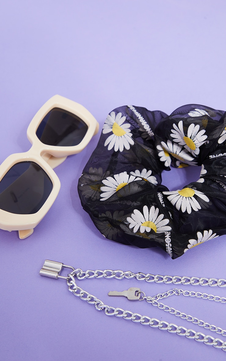 Black Mesh Daisy Oversized Scrunchie 3