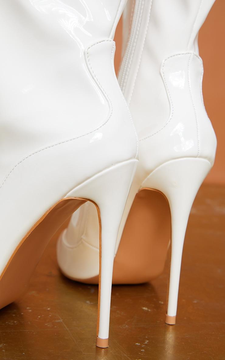 Bottes-chaussettes blanches très pointues  4