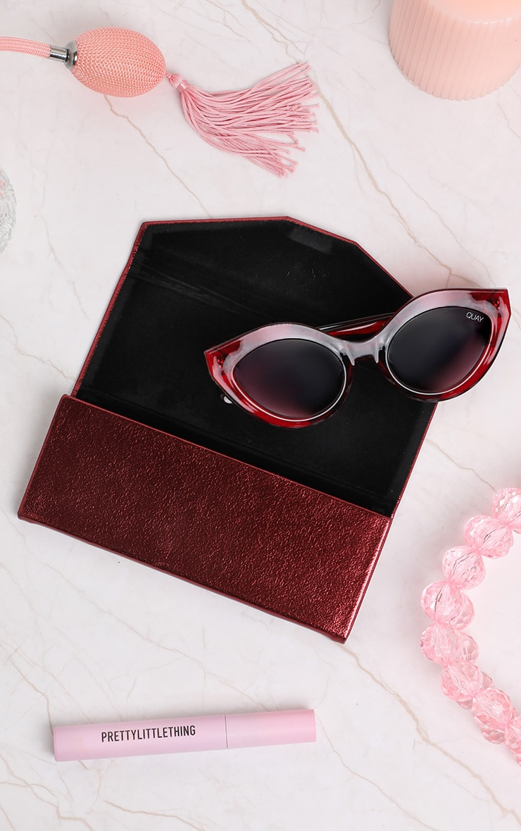 QUAY AUSTRALIA Wine Embossed Tri Fold Sunglasses Case 2