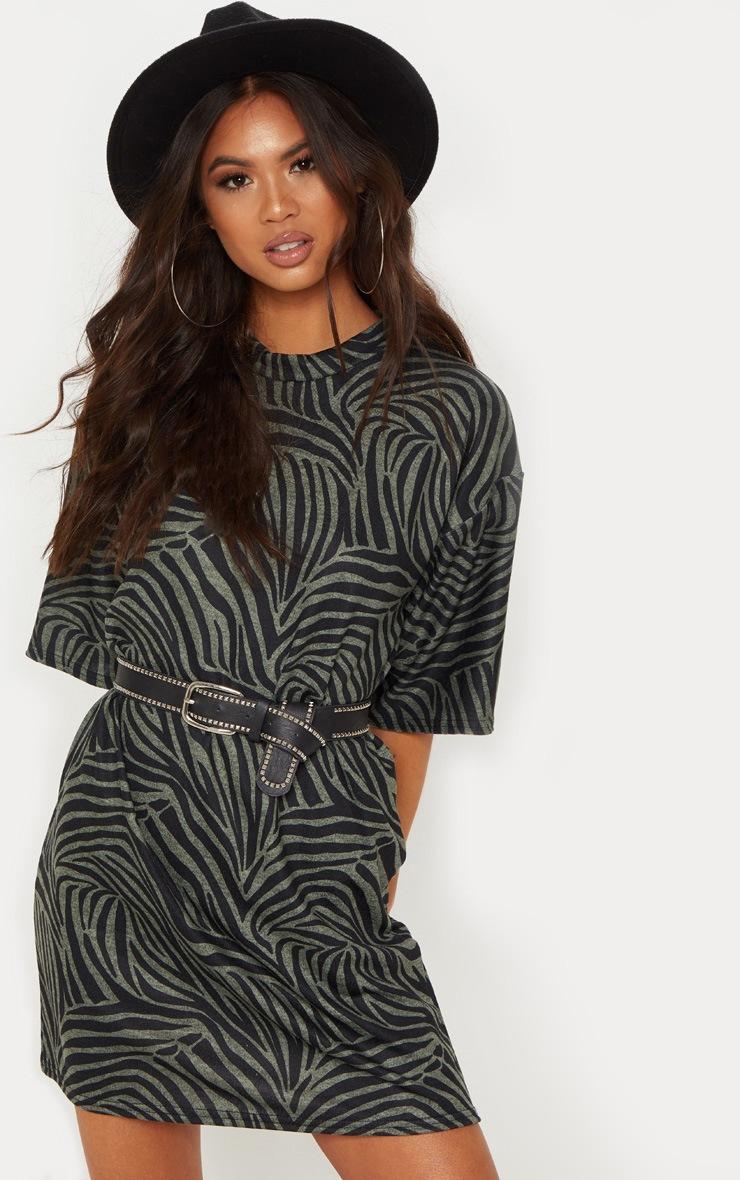 422a566a7 Khaki Tiger Print Oversize T Shirt Dress   PrettyLittleThing USA