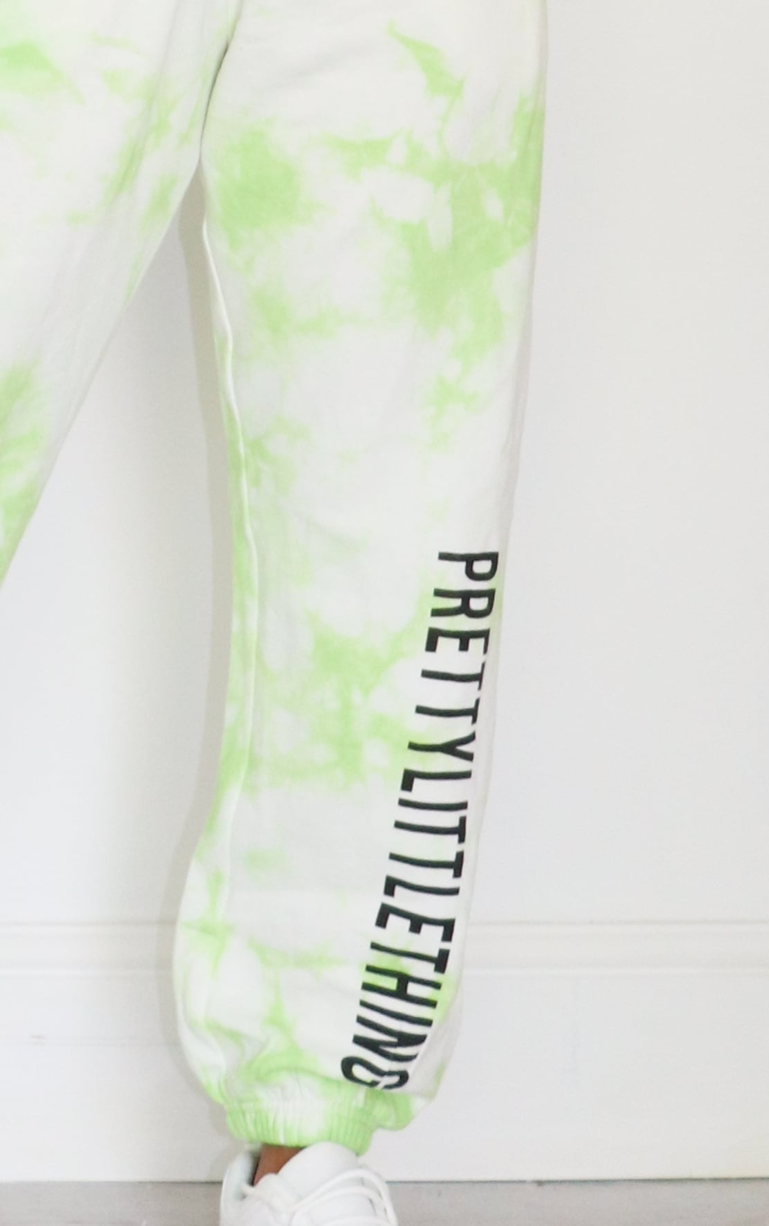 PRETTYLITTLETHING Petite Lime Tie Dye Slogan Joggers 4