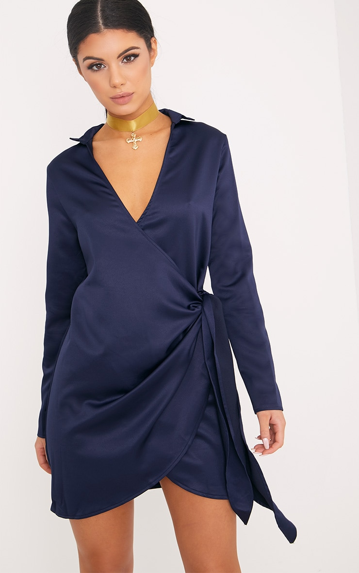 Shaylene robe chemise bleu marine en satin à cordon à nouer à la taille 1