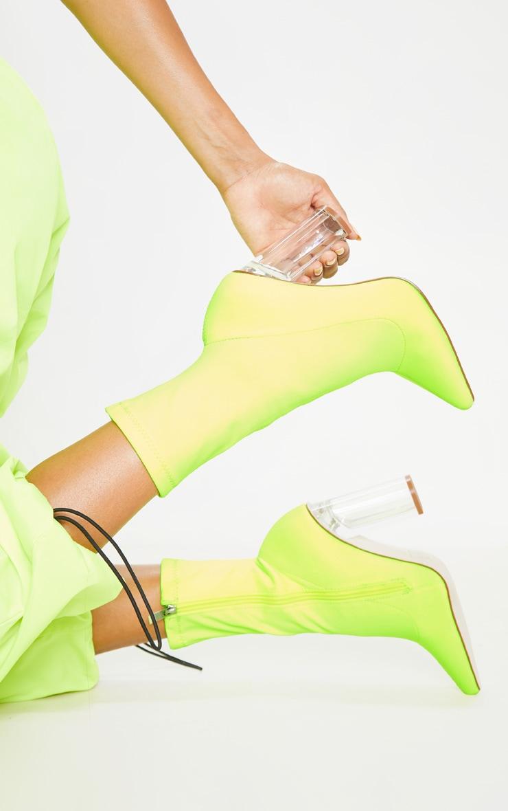 Bottines chausettes jaune fluo à talons bloc transparents 2