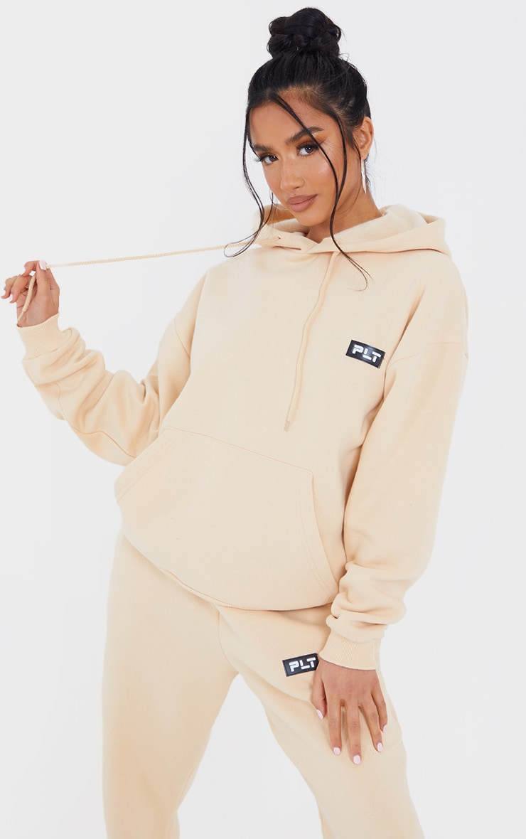 PRETTYLITTLETHING Petite Camel Badge Detail Oversized Hoodie 1