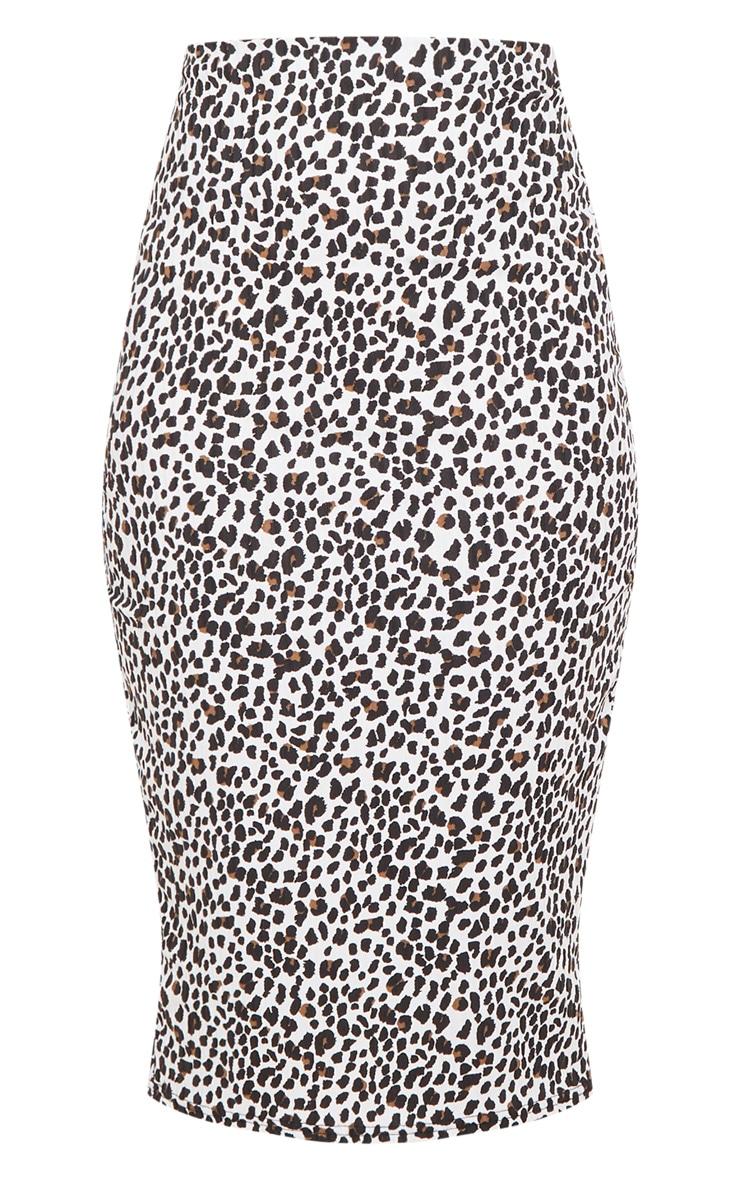 تنورة متوسطة الطول مضلعة بيضاء بنقشة جلد الفهد 3