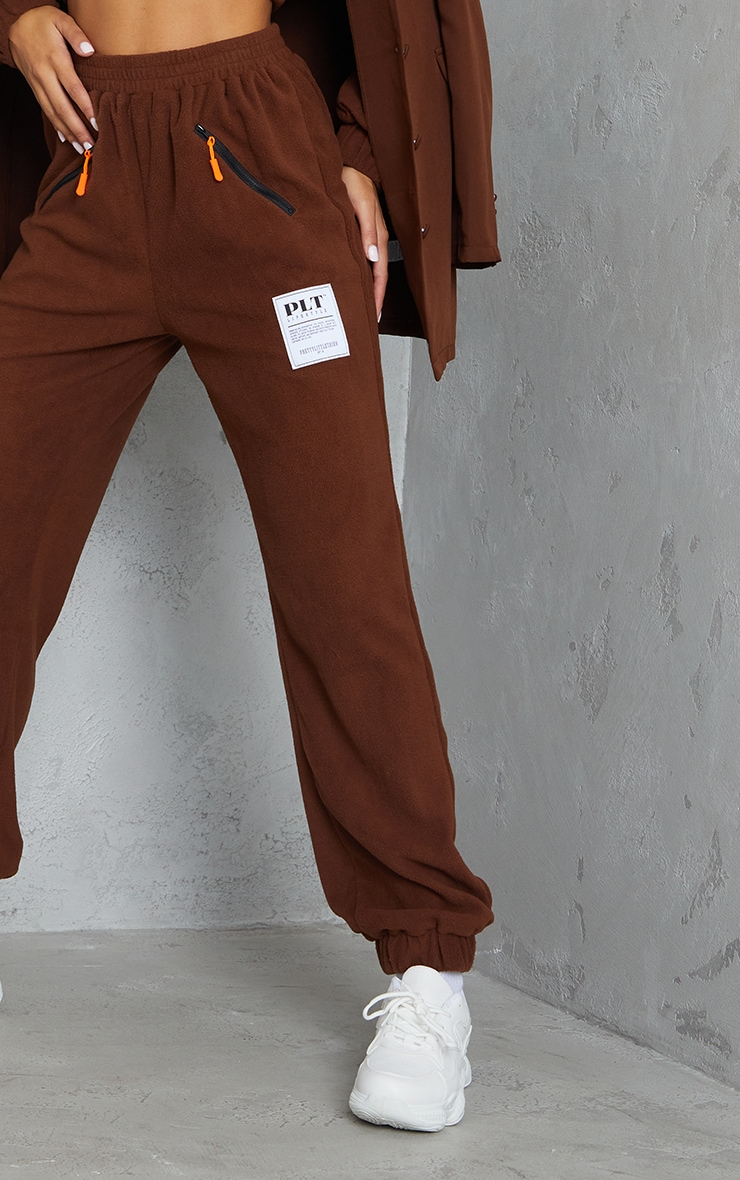 PRETTYLITTLETHING Chocolate Brown Badge Detail Fleece Joggers 4