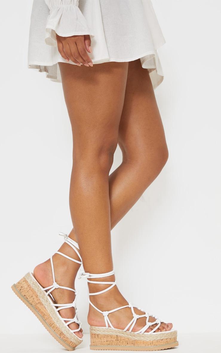 Sandales compensées style espadrilles à brides nouées blanches 2