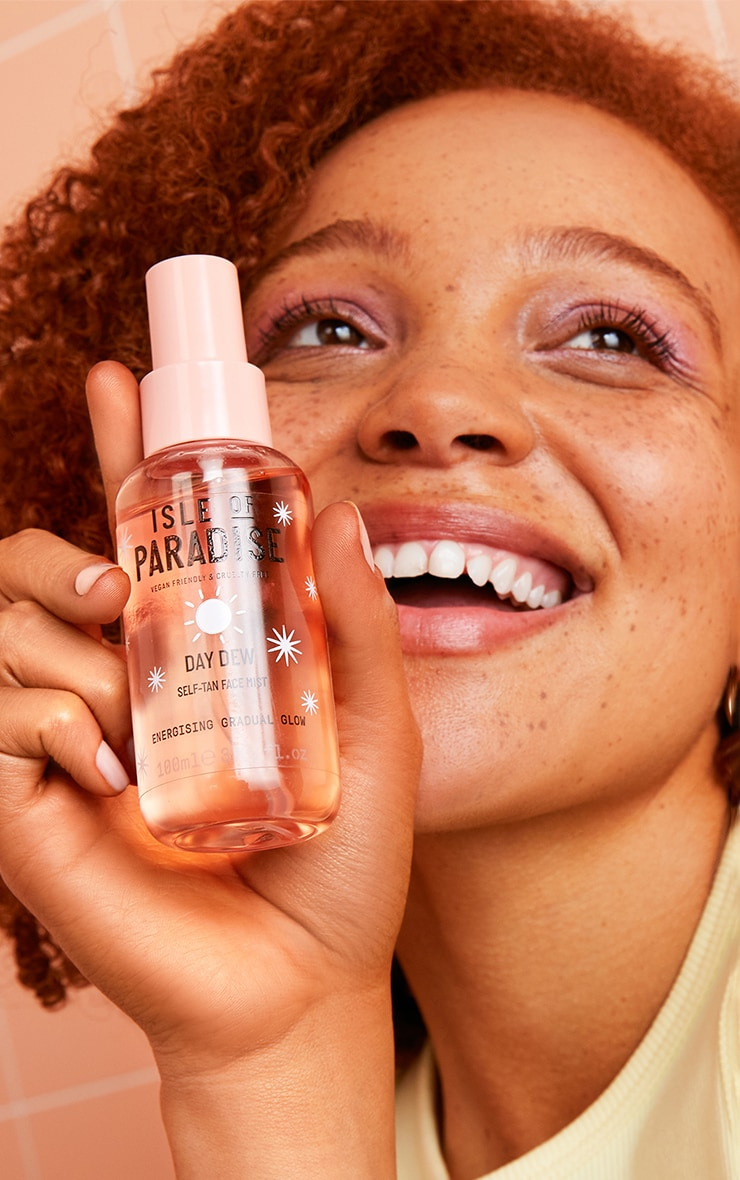 Isle of Paradise Day Dew Self-Tan Face Mist 2