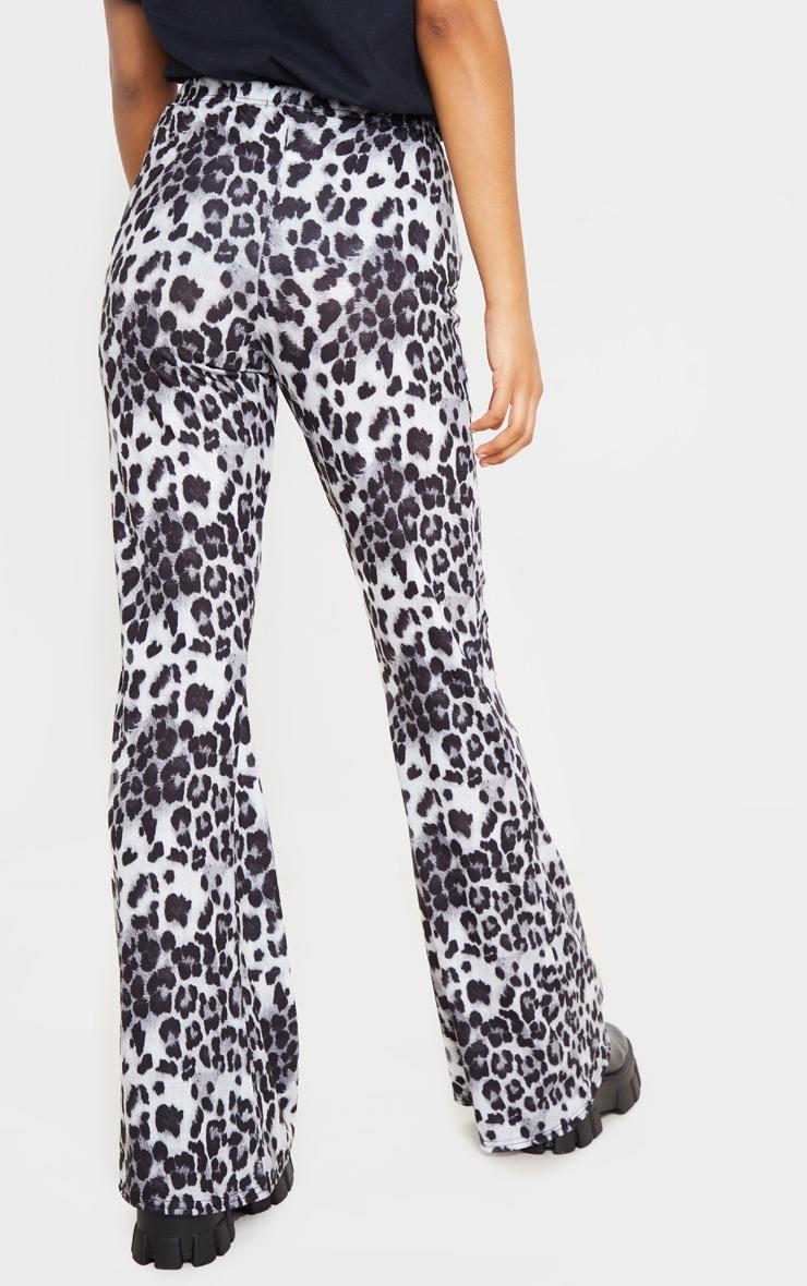 Pantalon flare à imprimé léopard gris 4