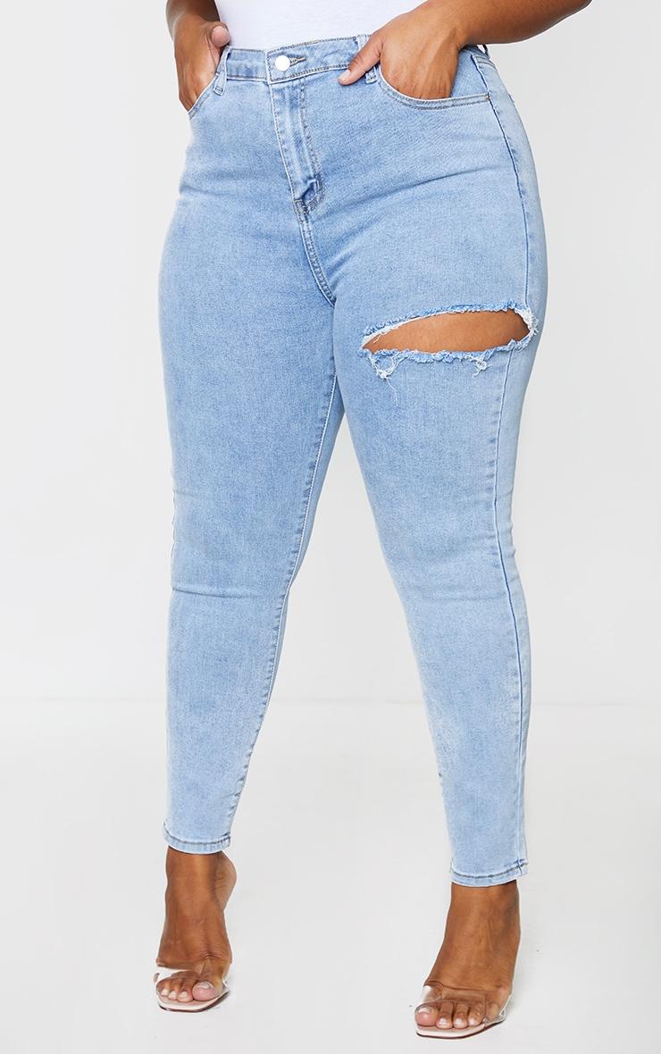 PRETTYLITTLETHING Plus Vintage Wash Thigh Rip Raw Hem 5 Pocket Skinny Jeans 2