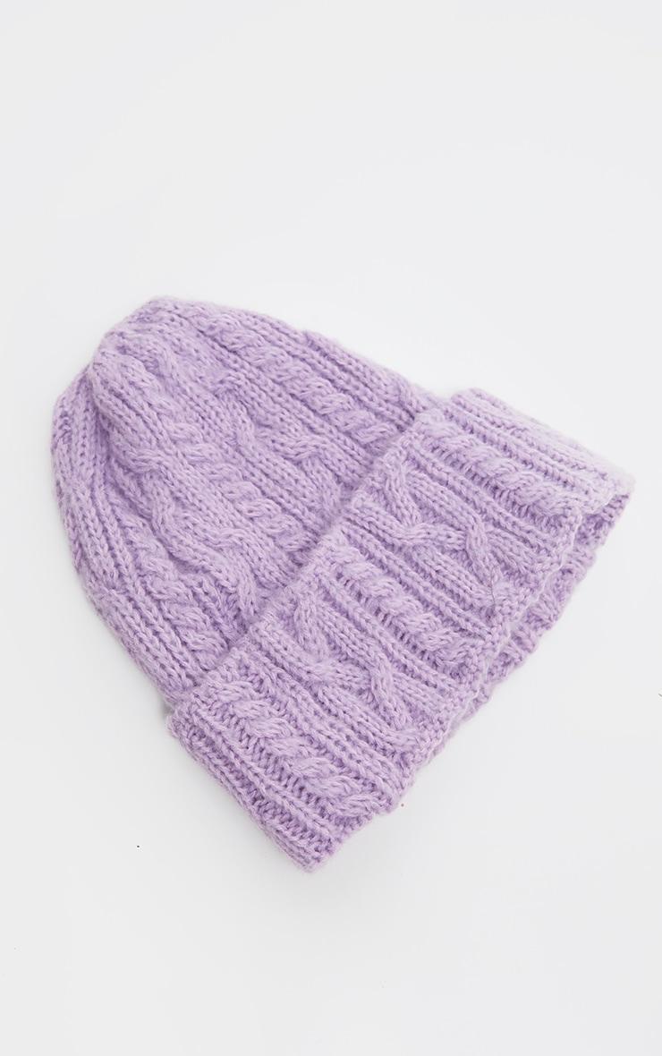 Bonnet en maille torsadée lilas à revers 2