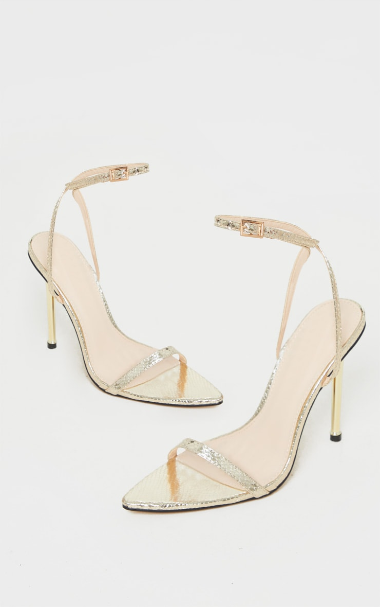 Sandales pointues en similicuir doré effet serpent à brides très fines 3