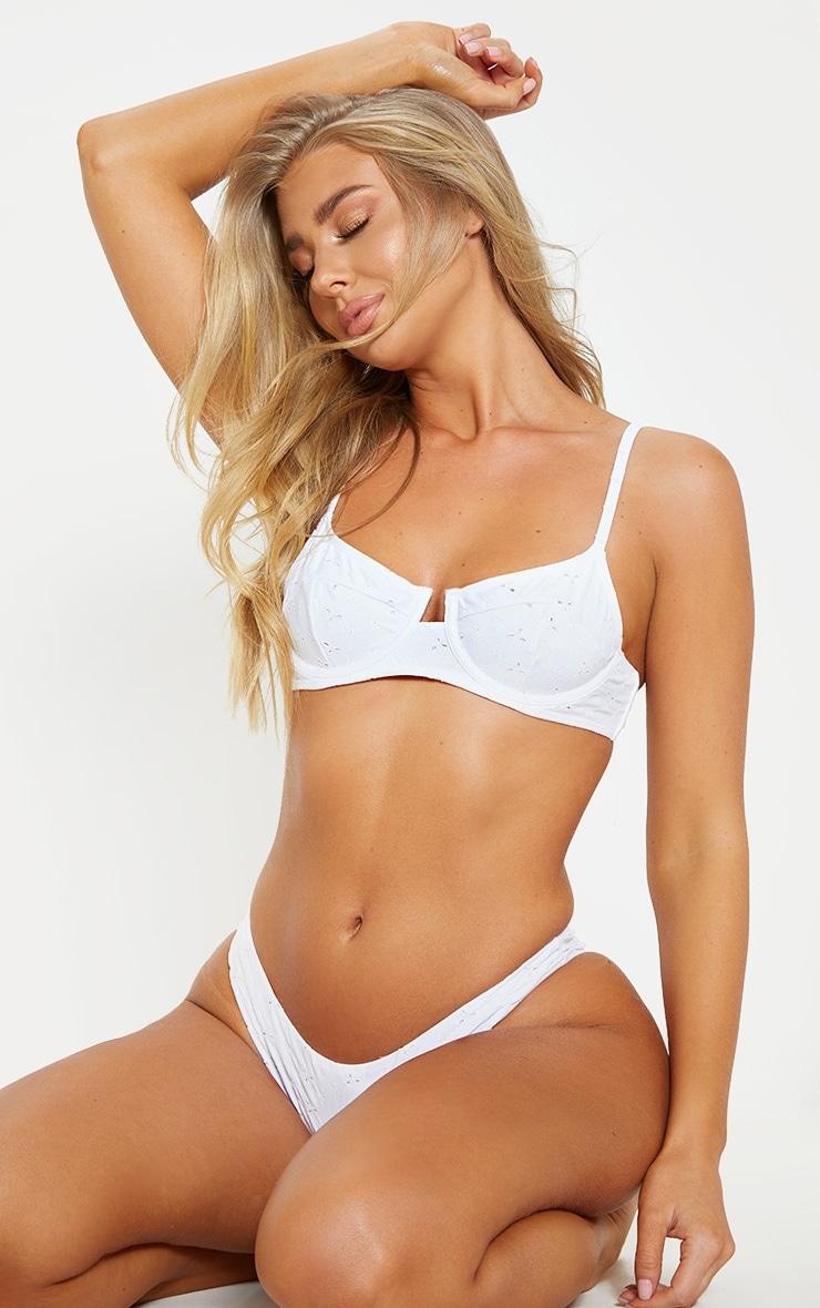 Haut de maillot de bain blanc à armatures & broderies 1