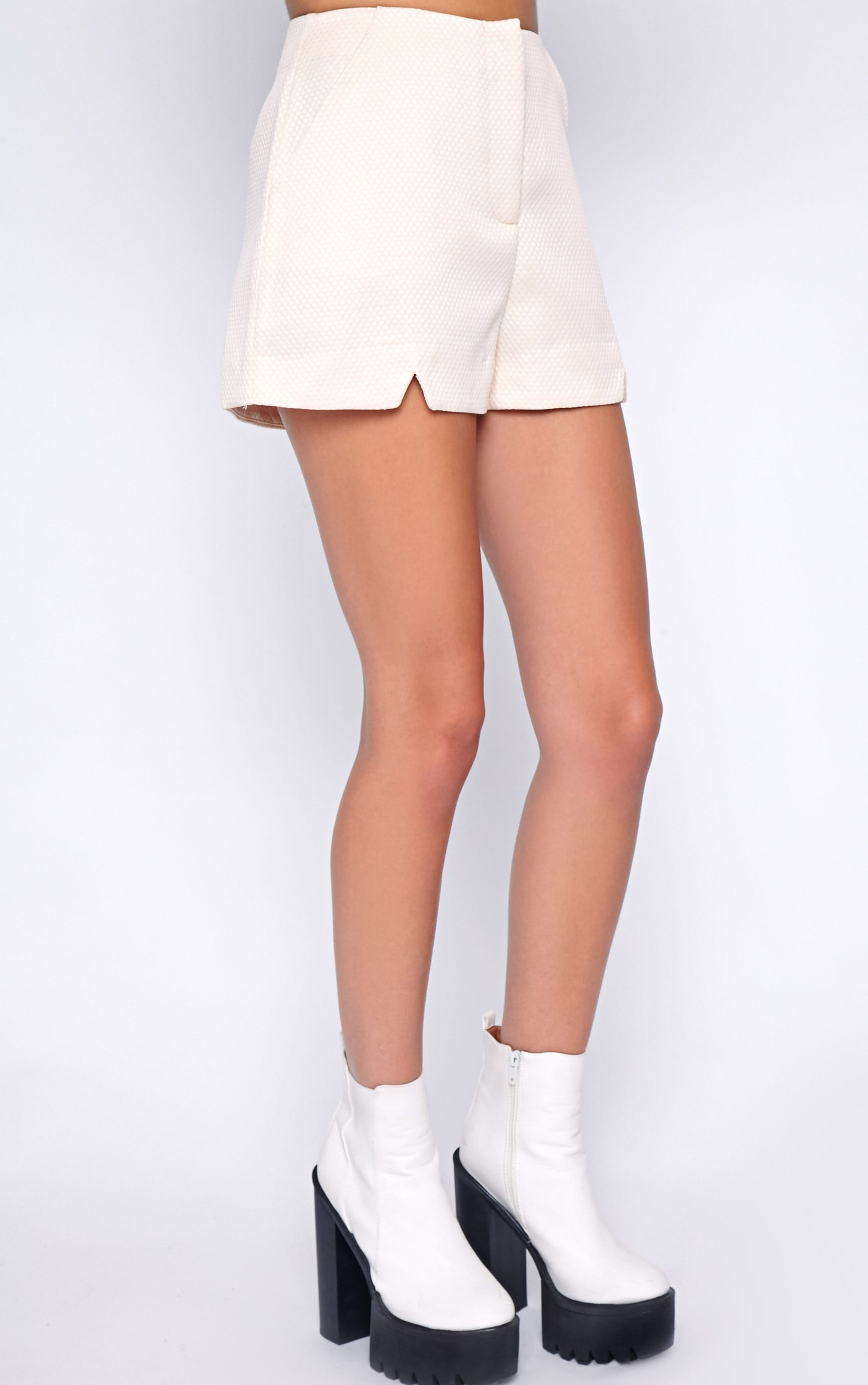 Talia Nude Textured Short -8 4