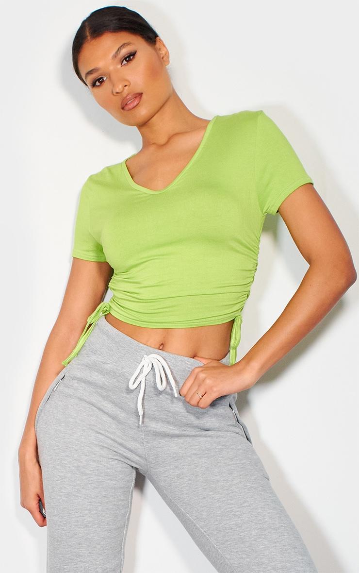 T-shirt en jersey vert citron à détail froncé et col en V 1