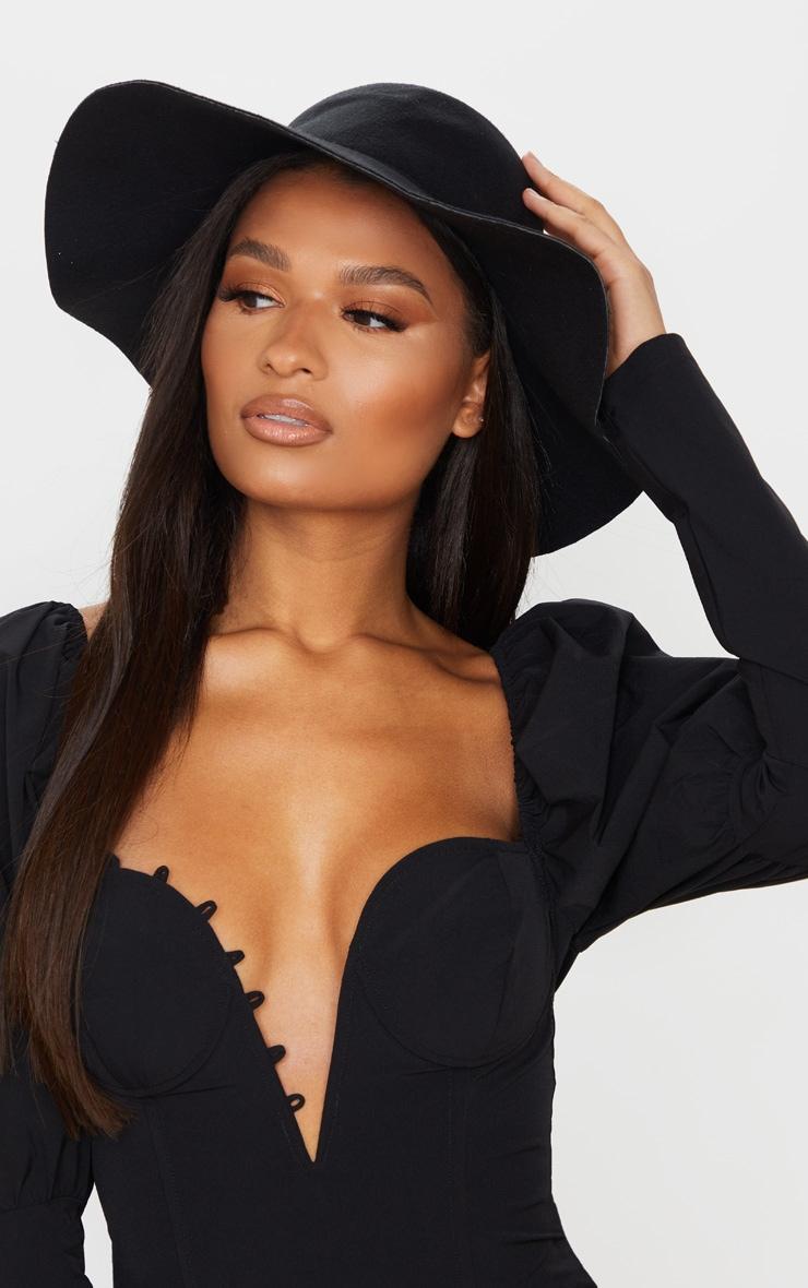 Chapeau noir à rebords mous  1