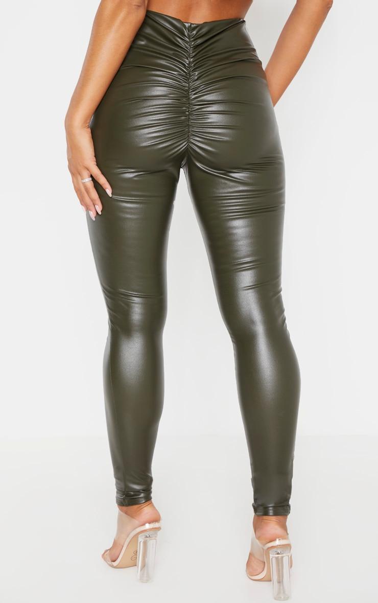 Legging en similicuir kaki froncé derrière 4