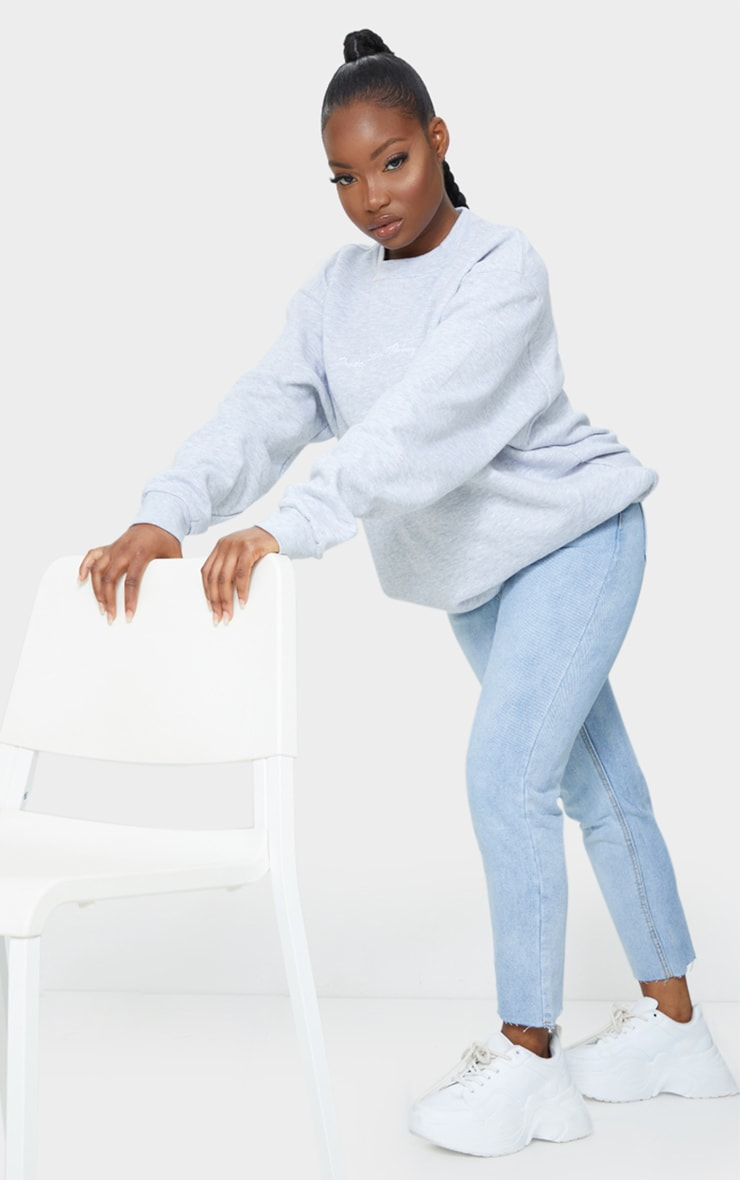 PRETTYLITTLETHING Petite Light Blue Wash Raw Hem Cropped Slim Mom Jeans 1