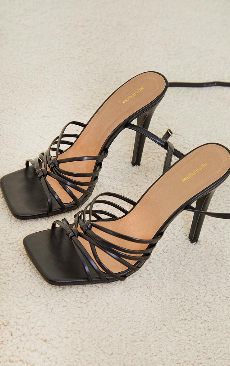 Sandales carrées noires à brides multiples nouées et talon haut 3