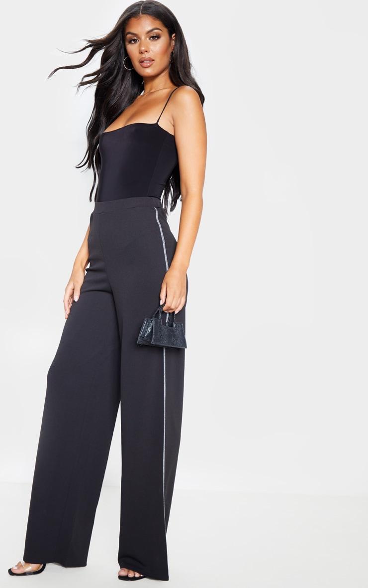 Pantalon ample noir en crêpe à coutures contrastantes  1