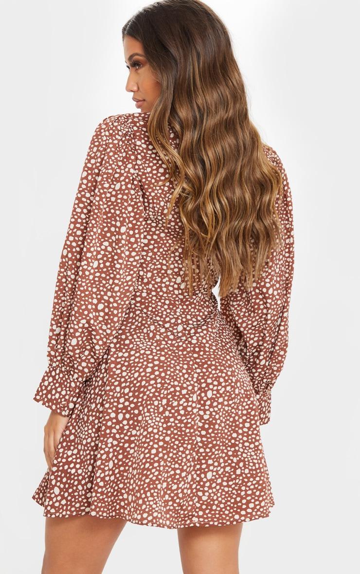 Robe babydoll imprimée dalmatien marron à coutures à la taille et boutons 2