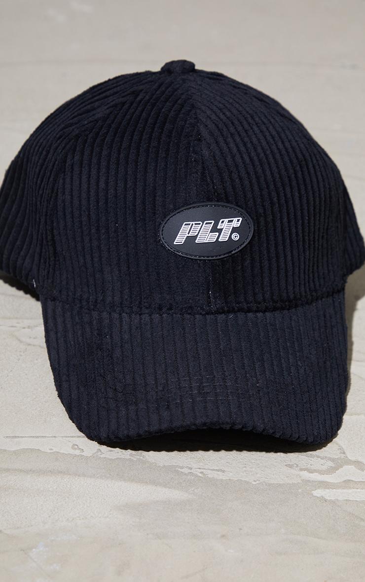 PRETTYLITTLETHING - Casquette de baseball en velours côtelé noir à logo 3