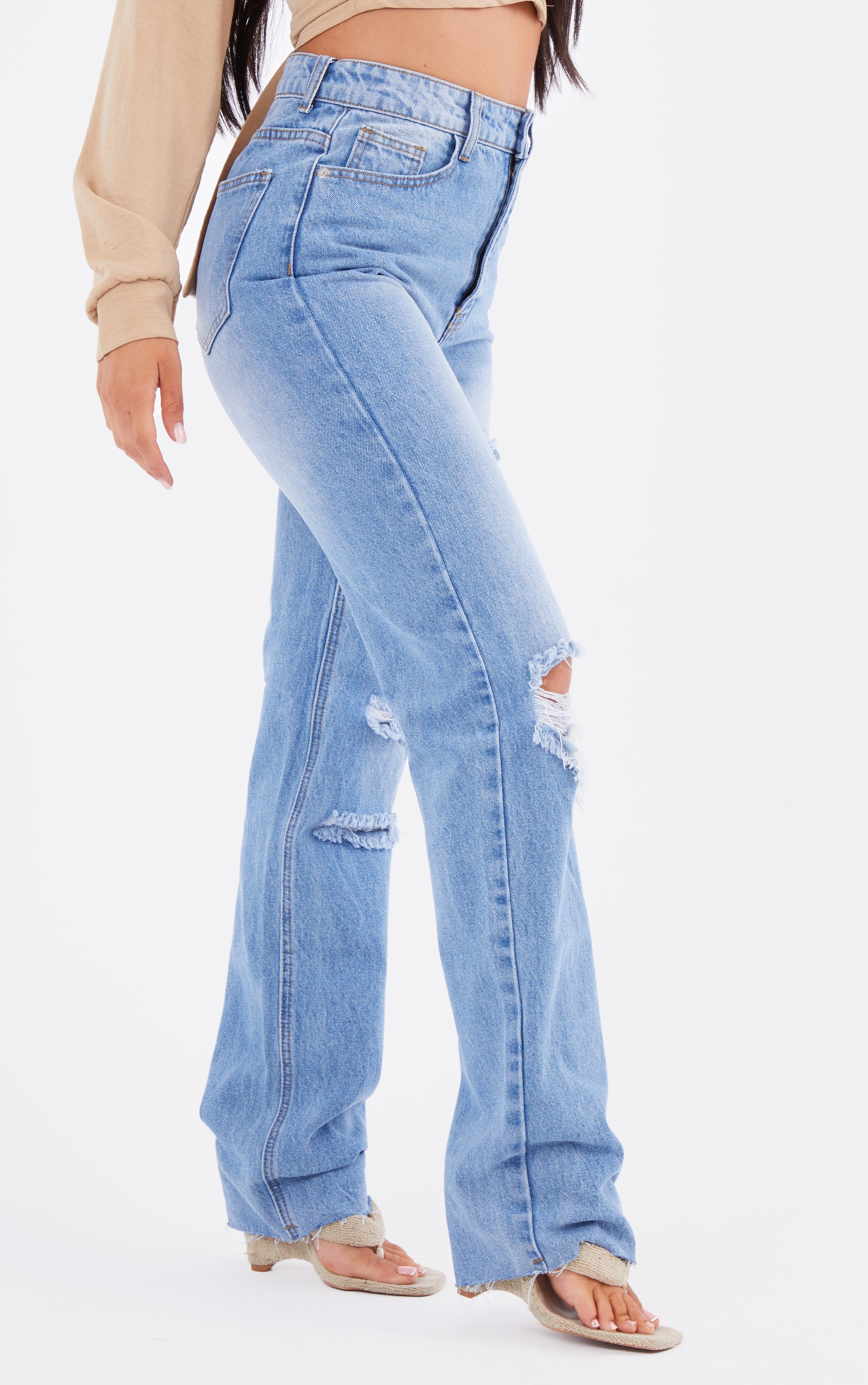 PRETTYLITTLETHING Mid Blue Wash Ripped Long Leg Straight Jeans 2