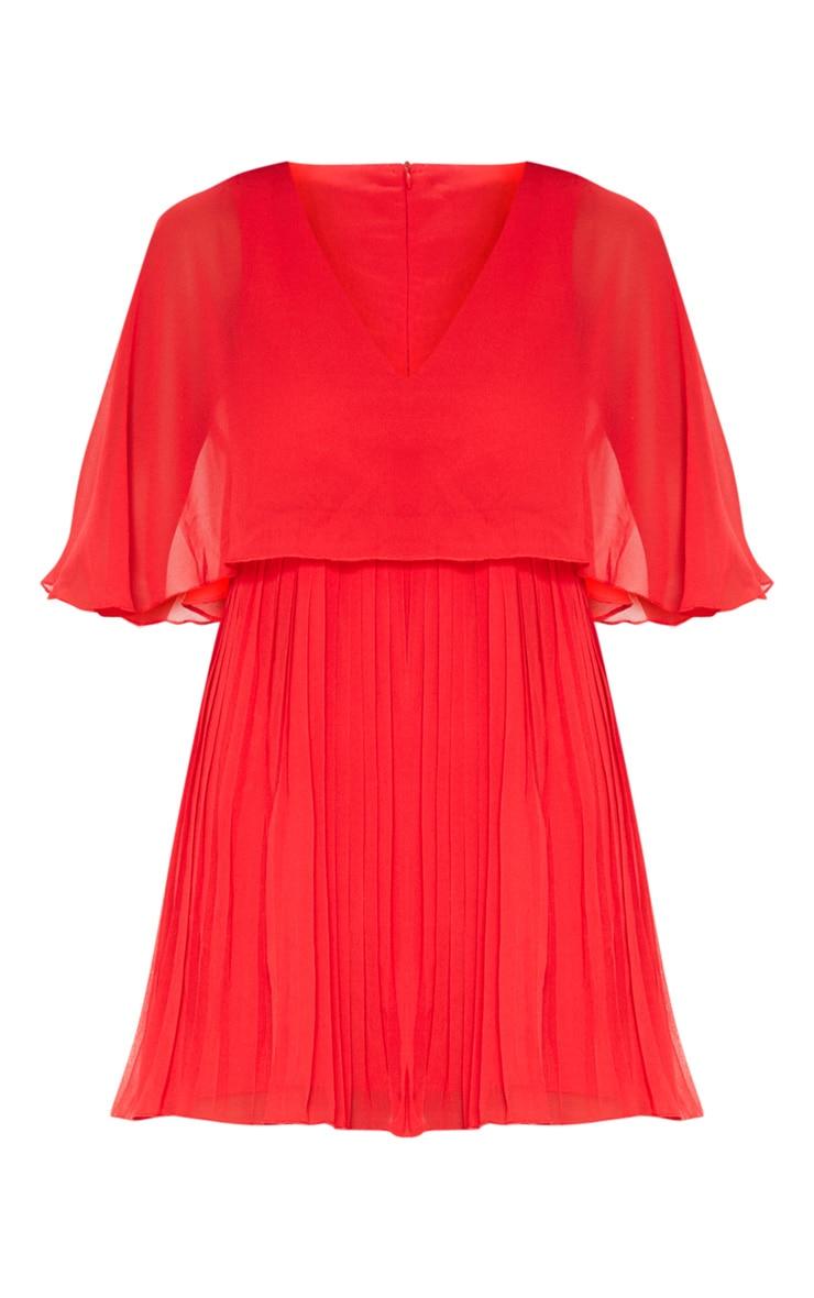 Robe patineuse plissée rouge avec détail cape 3