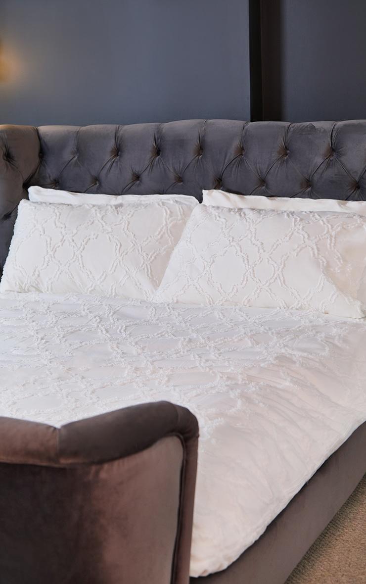 Premium White Diamond Tuft King Duvet Set 1
