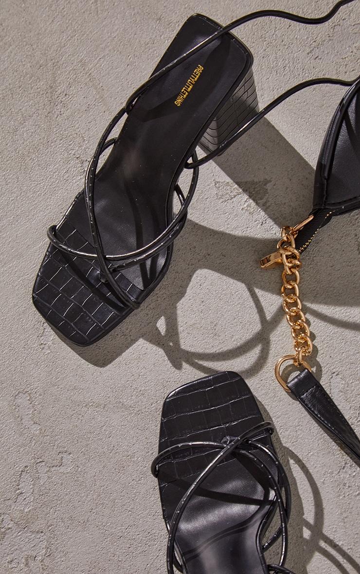 Sandales en similicuir croco noir à bride orteil, lacets et talon bloc chunky 4
