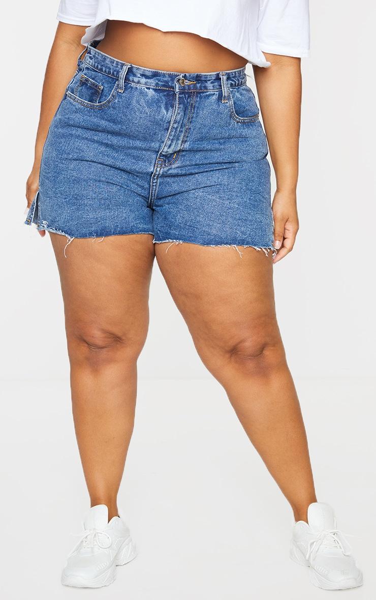 Plus Mid Blue Wash Split Hem Mom Shorts 2