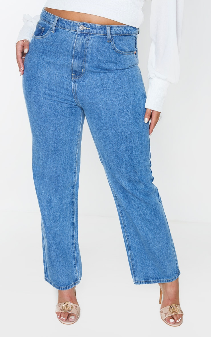 PRETTYLITTLETHING Plus Mid Wash Staight Leg Jean 2